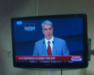 Simos Kedikoglou announcing government's intensions to close ERT