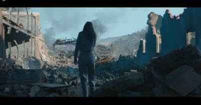 katniss-in-the-ruins-of-district-12